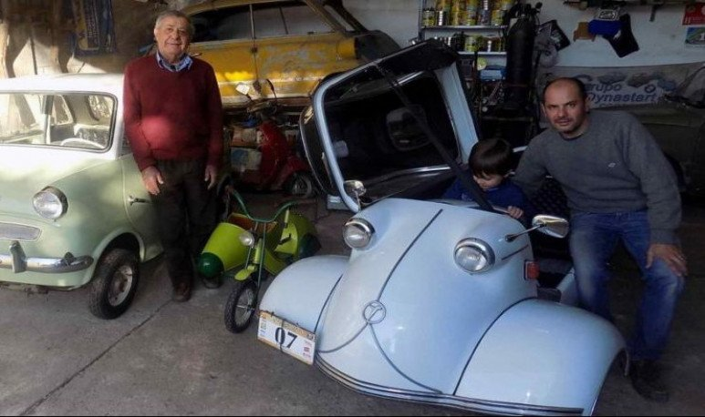 Una familia que ama los microautos