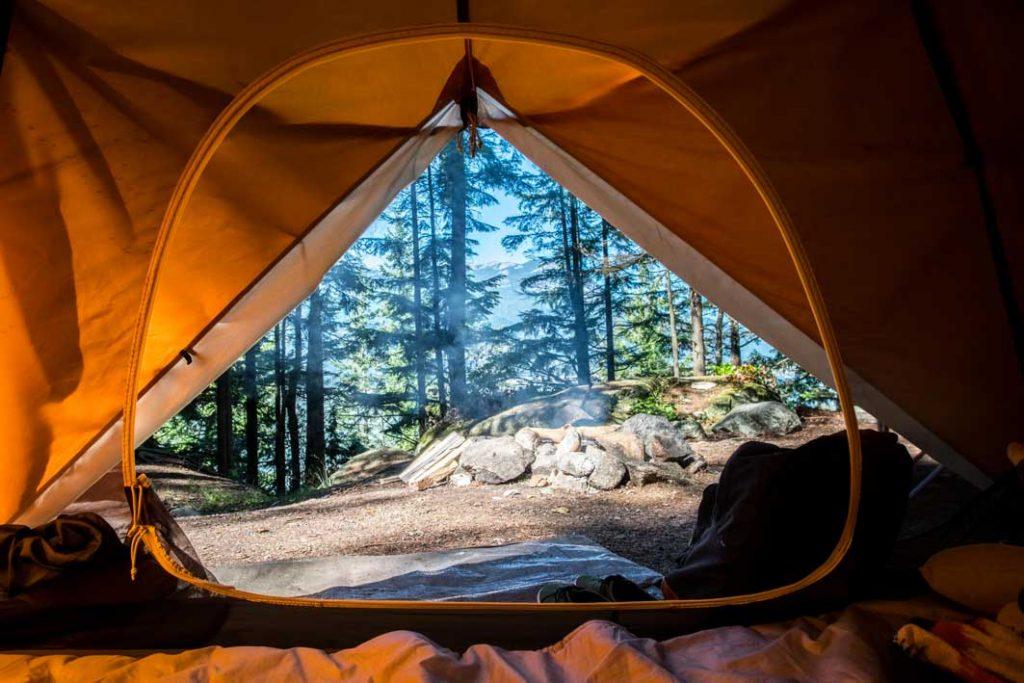 Acampar-en-la-montaña