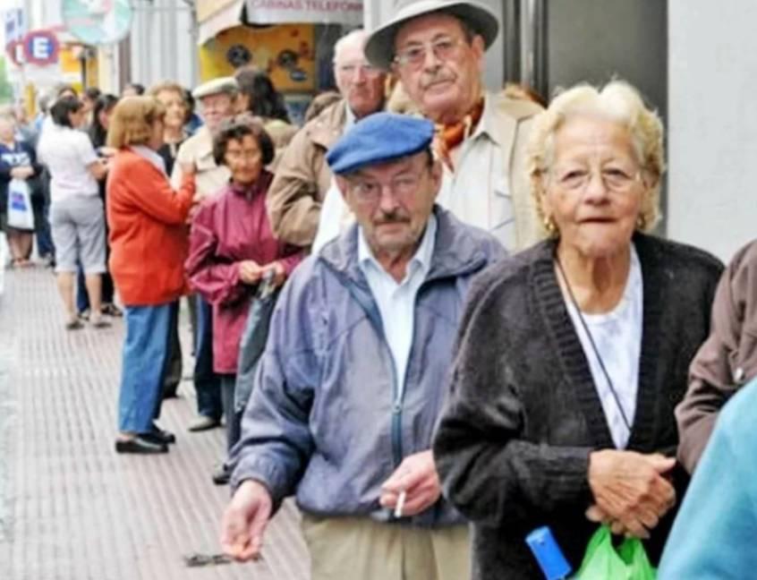 filas abuelos bancos (1)