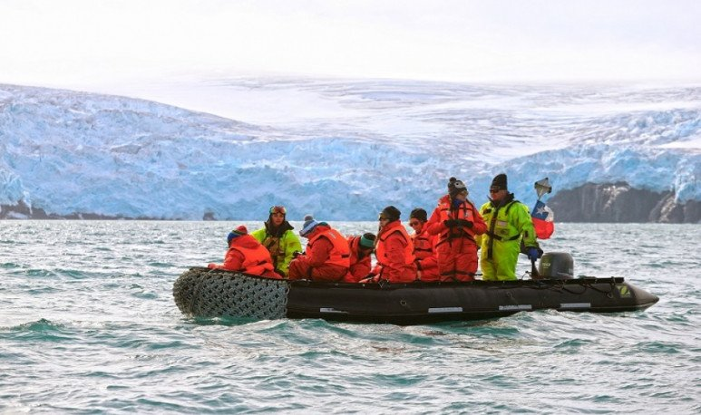 expedition in the Antarctica lake