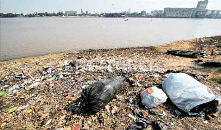La basura en la costa de Alto Verde