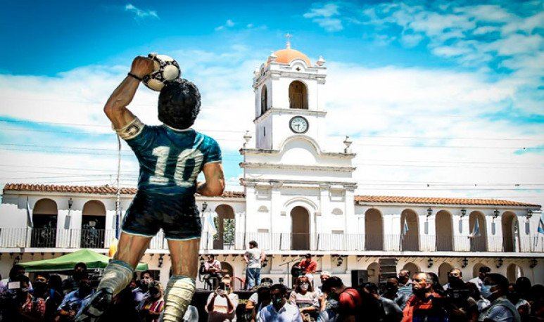estatua de Diego Maradona